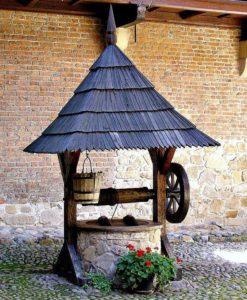 Колодец - привычный источник загородного водоснабжения