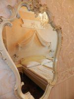 Как выбрать зеркало для украшения интерьера комнаты