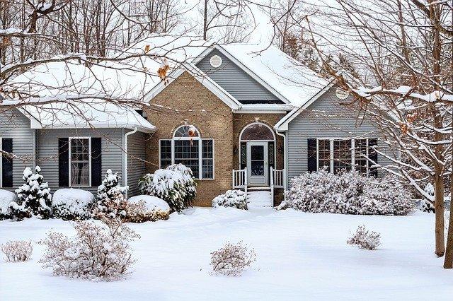 Зимний дом с сайдингом