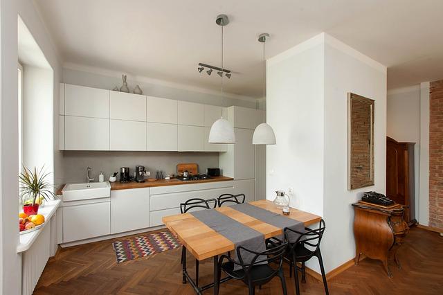 Мебель из массива дерева. Кухонный стол